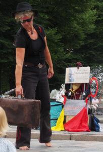 Circus Knopf on the street